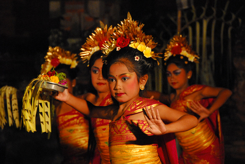 Balinese girls dancing to traditional Gamelan music.