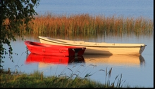 Mini_120306-102804-portrunny_red_boat