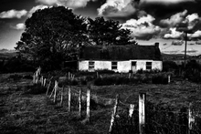Mini_120313-192217-another_wee_house_b_w