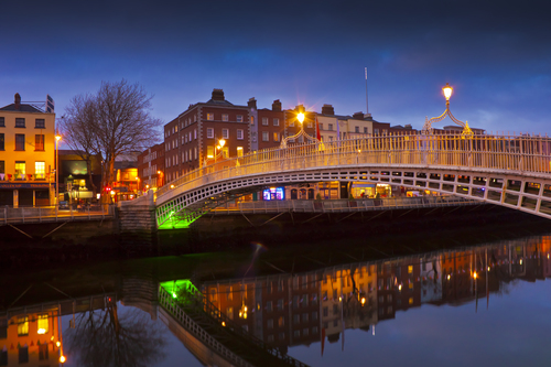Ha'penny bridge photo taken during dusk