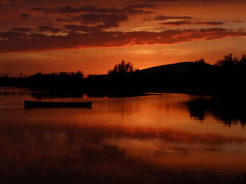 A lovely May sunset on the River Suir, with Slievenamon in the distance.