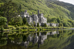 A photograph of the beautiful Kylemore Abbey, Co. Galway.