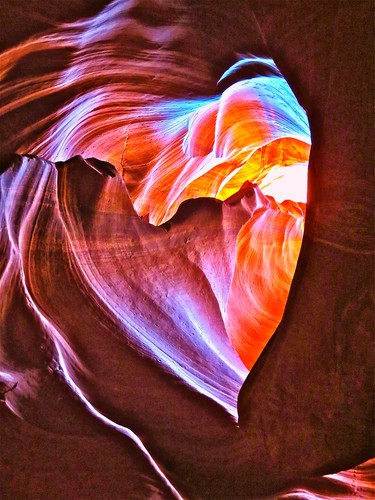 Antelope Canyon has to be one of the most amazing sights I have ever seen. It is an underground Slot Canyon and stepping inside is like both entering a Cathedral; in that you find yourself in a majestic chamber adorned with delicate glowing colours, and a pinball machine....in that you can just imagine that at any second some mighty and unavoidable boulder will come thundering down the narrow passageway. Depending on time of day these superb shafts of light flood through the Canyon walls making a really colourful spectacle. I spotted this rock formation whilst we walked through, you have to be really fast with your eye as there are many people crowding through at the same time and the visit only lasts about 20 minutes but it is spectacular.