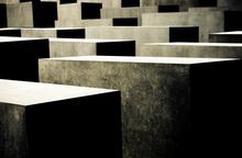Mini_130119-215343-holocaust_memorial_contrast