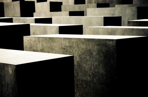 The slabs of the memorial are designed to produce an uneasy, confusing atmosphere and the whole sculpture aims to represent a supposedly ordered system that has lost touch with human reason.