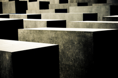 Thumbnail_130119-215343-holocaust_memorial_contrast