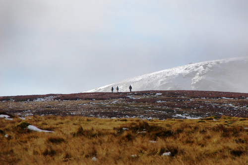 3 hikers on Clocharnach walking towards Log na Coille