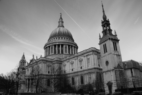 Black and white image of Sir Christopher Wren's St. Paul's Cathedral.