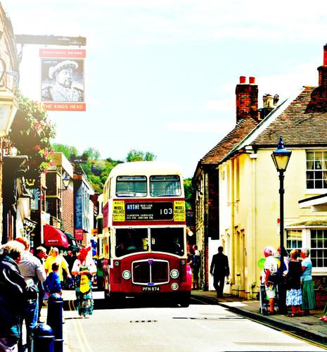 Oldtimer Bus on Hythe High Street