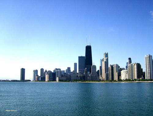 Picturesque Chicago skyline from the shores of Lake Michigan