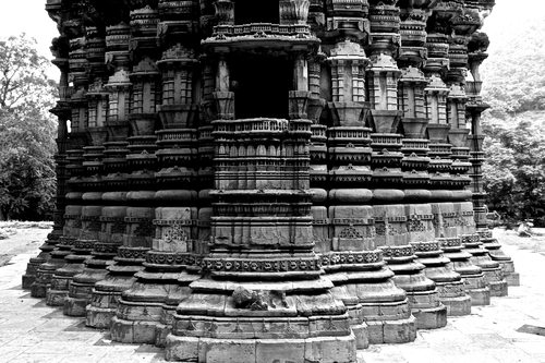 Situated in the ancient Polo City built along the river Harnav lies this 15th Century Temple.