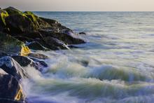 Mini_140201-154226-wave_hitting_the_rocks