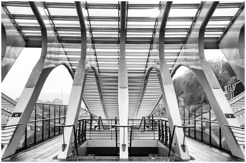 Leaving the lines 6 & 7 at Liège-Guillemins trains station.
