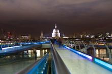 Mini_140314-224035-millennium_bridge_at_night