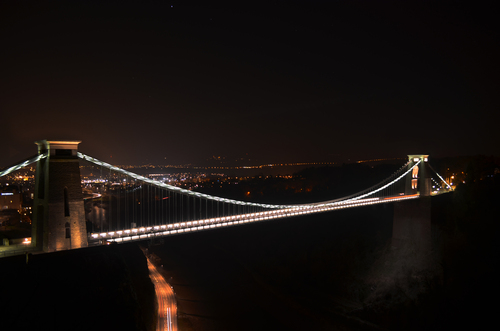 image of the clifton suspension bridge during mid winter