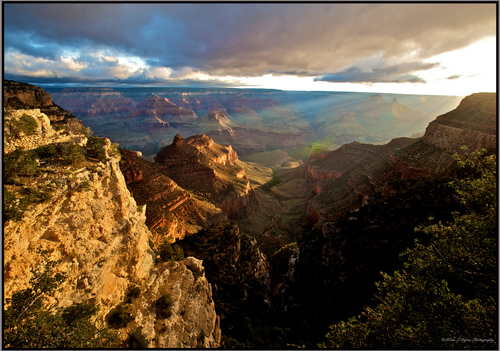 An early morning sunrise over the Grand Canyon in Arizona, USA.